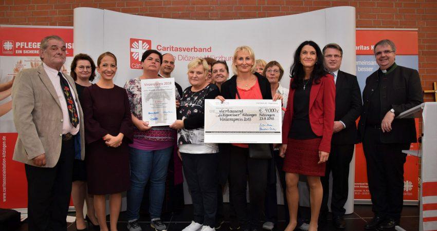 Pressebild: Verleihung des St.Vinzenz-Preises an das Projekt-Team Wegweiser